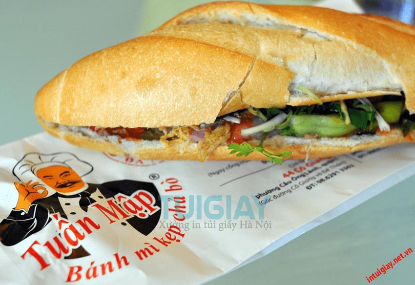 In túi giấy tại đựng bánh mì tại Hà Nội