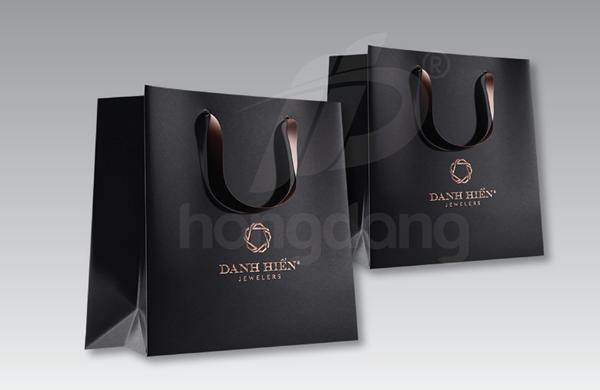 Mẫu túi giấy cho shop thời trang sang trọng