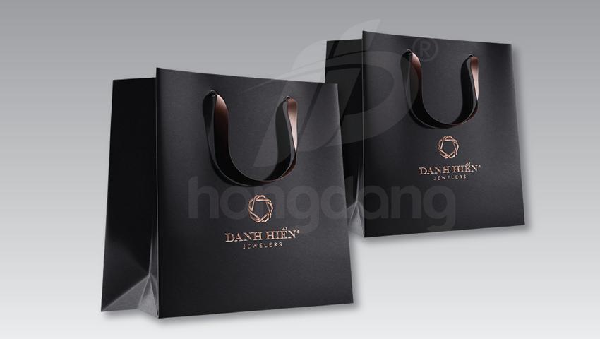 in túi giấy cho cửa hàng thời trang