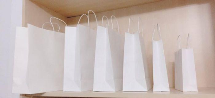 Túi kraft trắng rất được ưa chuộng vì sự đơn giản và tính thẩm mỹ cao