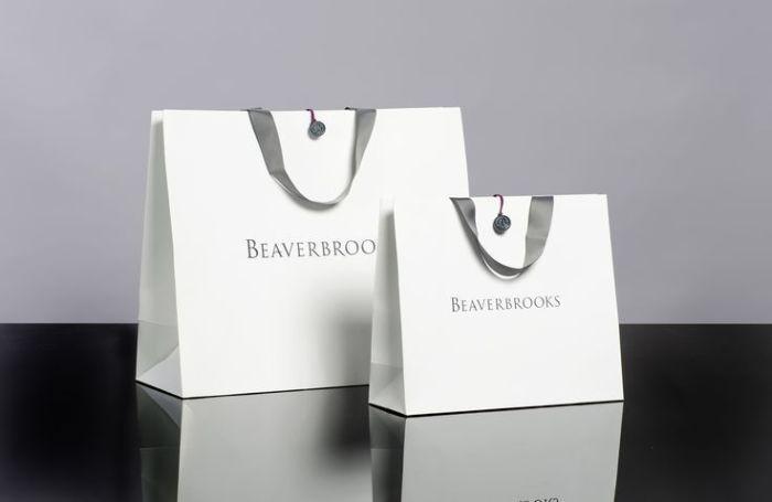 Túi giấy được sử dụng với nhiều mục đích khác nhau như đựng quà, sản phẩm, quần áo…