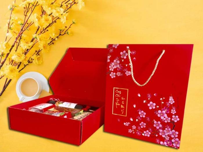 Túi giấy với kiểu dáng sang trọng và màu sắc bắt mắt là lựa chọn của doanh nghiệp mỗi dịp cuối năm