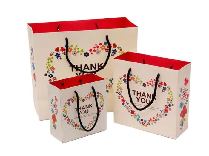 Loại túi giấy này được các shop hàng thời trang hướng đến sự đáng yêu
