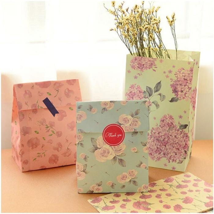 Túi giấy đựng quà có họa tiết đơn giản